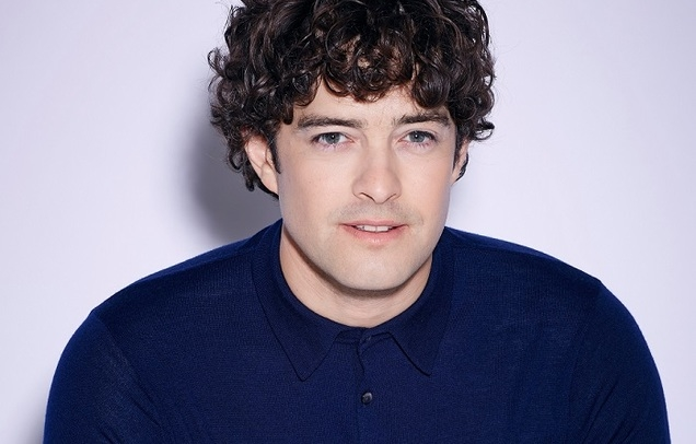 Lee Mead – Up Front And Centre!