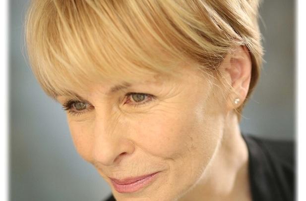 Liz Robertson sings Lerner without Loewe